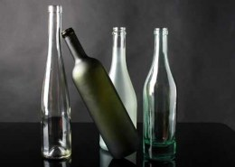 What are the key trends and developments in the glass packaging market?